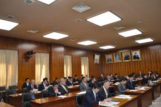 H250321 決算行政監視委員会1